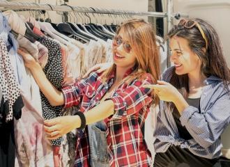 Việc làm bán hàng quần áo là làm những công việc gì?